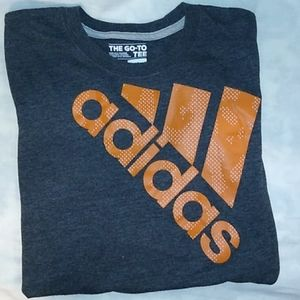 ADIDAS - THE GO-TO TEE L/G/G 14/16 Youth/Boys